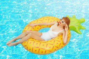 女性の水着の写真